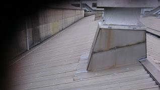 カバールーフの屋根。年数がたっている