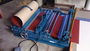 板金薄板コイルを長さで出す機械
