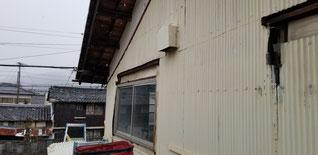 小窓の上にある小庇を撤去した