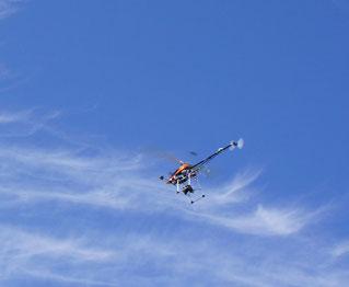 航空写真撮影ラジコンヘリコプター
