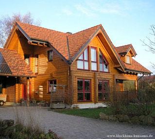 Blockhaus als Wohnhaus -   Dach  -  Dachüberstand  -  DENA  -  Dichtungsband  -  Differenzdruck-Messverfahren  - Blower-Door-Test