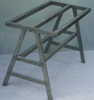 Tisch-Untergestell für Glas- oder Holzplatte 150cm x 90cm.  Durch die Vergrößerung der Querschnitte der einzelnen Module können größere Tische hergestellt werden