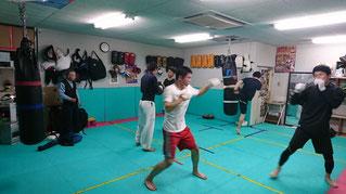 奈良県でキックボクシング グローブ空手 格闘技