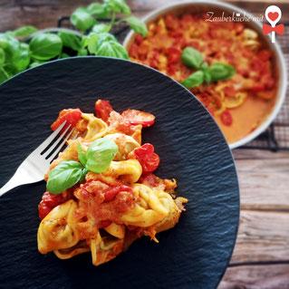 Tortellini-Auflauf Rezept, Ofenhexe Pampered Chef®, Zauberküche mit Herz Logo