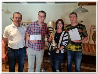 Das Siegerteam Hausruck mit Willibald Hötzinger, Franz Kienast und Hubert Zauner.