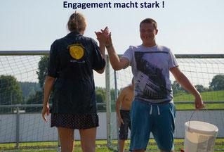 """Mitarbeitende der Firma Boehringer Ingelheim organisieren alljährlich ein Miteinanderfest  für Menschen mit Behinderungen der St. Elisabeth-Stiftung: """"  Engagement macht stark und manchmal nass!"""""""