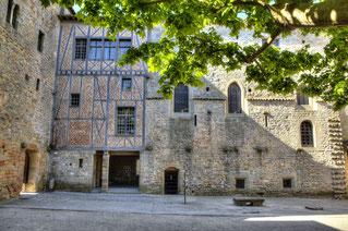 cour d'honneur cite carcassonne cathare transport vtc Narbonne, UBER, comme taxi moins cher, petit prix pour un transport vtc