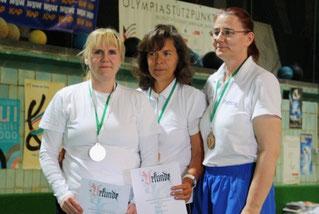 Die Besten bei den Recurve - Damen Altersklasse: Gabi Schultze, Annedore Röbisch und Patricia Fechner (v.l.)