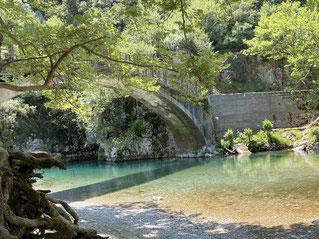 Voidomatis Bridge: feiner Picknick- und Schlafplatz