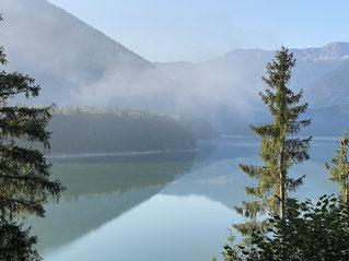 morgens noch Nebel überm See