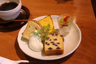かぼちゃとプレーンシフォン、紫いもとりんごのバターケーキの盛り合わせ(11月)