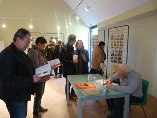Dédicace et exposition de la collection de cartes postales de Bernard Le Breton