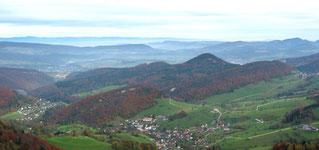 Blick vom Fringeli über Bärschwil bis zum Schwarzwald
