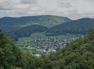 Burg über das Schloss nach Zullwil