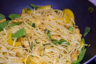 Gelbe Asia-Nudelpfanne Rezept