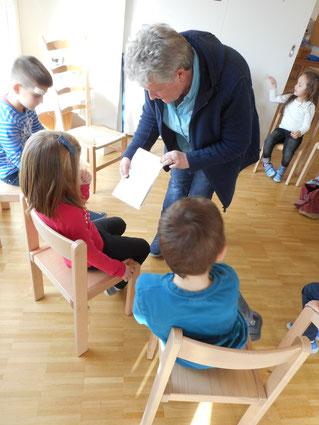Nistkastenreinigung im Neugrün mit Kindergarten