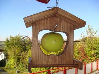 Futterhilfe Apfel vorher