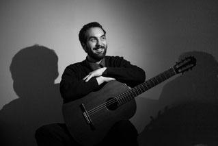 Vinícius Jacomin hat kürzlich im Jahr 2014 sein Masterstudium an der Hochschule für Musik Detmold abgeschlossen. Schon vor dem erfolgreichen Abschluss begann er eine vielversprechende Karriere unter dem Mentoren von Professor Thomas Kirchhoff. Vinícius Ja