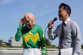 インタビューに答える高橋昭平騎手4号