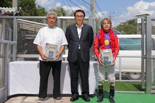 奥長良川名水株式会社 代表取締役 中村隆春 様(中央)