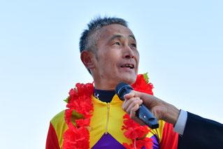 インタビューに答える高木健騎手