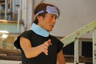 とても熱心に答える佐藤友則騎手です