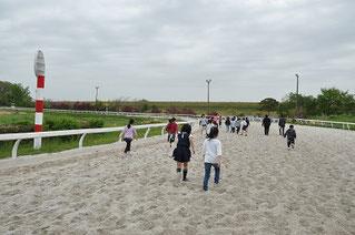 砂のコースを走るのは、なかなか大変なことです