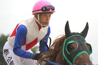 レース前の東川騎手とラブミーボーイ号