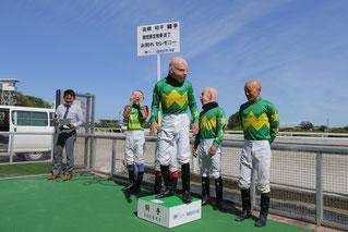 まっ先に登壇する髙橋昭平騎手4号