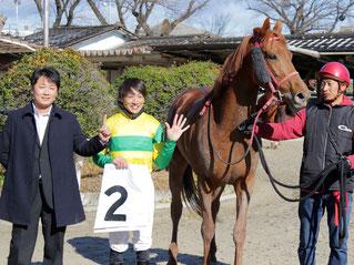 (左から)尾島徹調教師、佐藤友則騎手