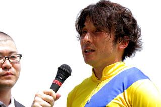 インタビューを受ける池田敏樹騎手