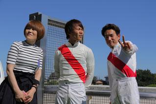 (左から)山下騎手のお母様、山下雅之騎手、吉井友彦騎手