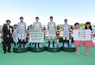 個人戦優勝 佐藤友則騎手(前列左から3人目)