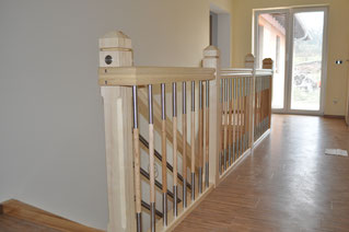 massive Treppen aus Holz und Metall