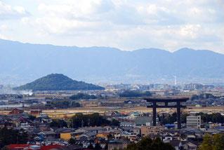 夢で見た、鳥居が印象的な街の風景