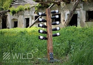 Rustikaler Weinständer aus Altholz und Metall, Flaschenhalter