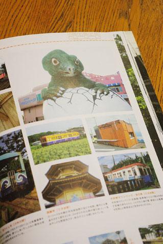 『犬吠埼マリンパーク(水族館)駐車場で睨みを効かせる恐竜の赤ちゃんに、くたびれた海の家』・・・キャプションも大胆