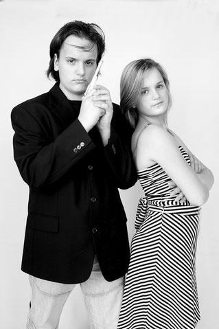 Jan und Lena als James Bond
