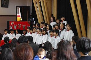 ちょうちょ組の聖歌隊 ことり組さんの動きも真剣に見ながら、    歌もしっかり歌ってくれました♪