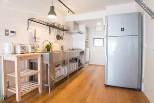 シェアハウスの、皆で料理が出来そうな広いキッチン
