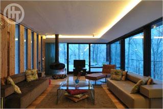 ニセコの別荘 20畳の広い居間