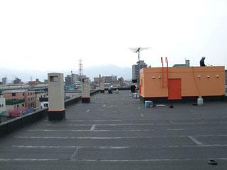 マンションの屋上を防水処理し塗り替えて大規模修繕した