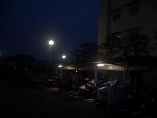 駐輪場と外灯