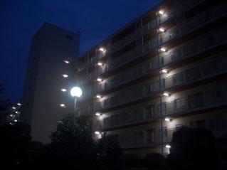 各階通路と外灯