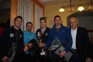 """Die Siegermannschaft """"Poker Face"""" mit dem Wanderpokal. Zauner Markus, Nöbauer Andreas, Zauner Christoph und Zikeli Michael"""