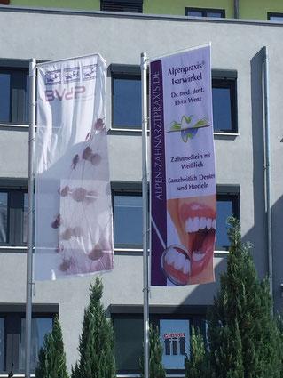 Fahne, doppelseitig, Alpenpraxis Isarwinkel, Bad Tölz