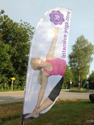 Beachflag Intensive-Yoga, Karin Kowarschik