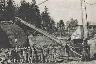 1950 (ca) Holzkran im Steinbruch Ach