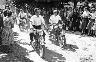 1955 Motorrad-Eskorte bis Kopfingerdorf (vorne weg: Johann Reitzelsdorfer und Josef Ertl)