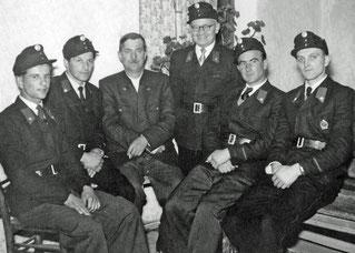 1954 (4.12.) Feuerwehr-Sängerrunde (v.l. Alois Greiner, Franz Fischer, Heinrich Knechtelsdorfer, Otto Straßl, Josef Ertl, Felix Hamedinger)